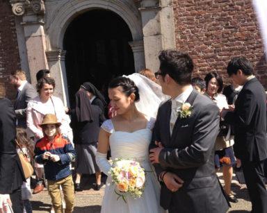 海外挙式用シフォンとサテンのプリーツフロントウェディングドレス