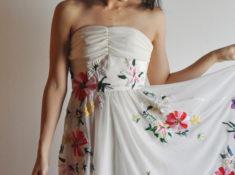 手刺繍ドレス